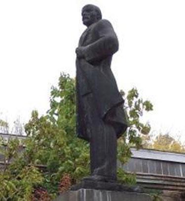 LeninStatue